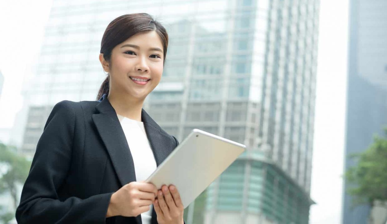young business woman hold with tablet computer L75RAYG
